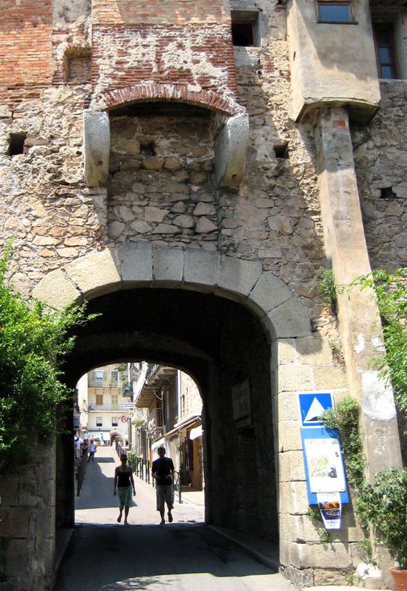 Porto vecchio porte génoise